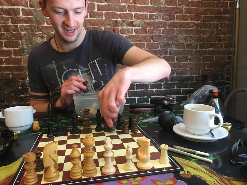 chess in a amsterdam coffee house