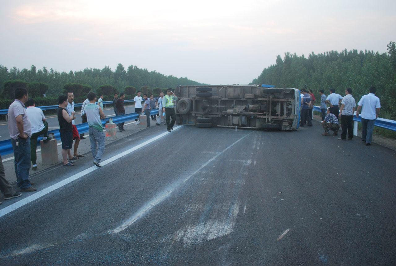 A bus crash en route from chiang mai to luang prabang
