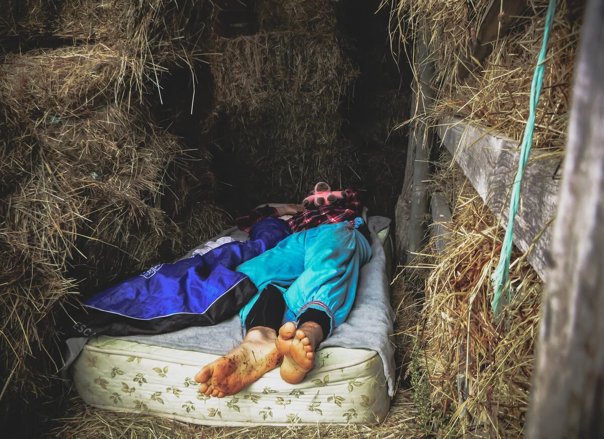 Low cost travelling abroad sleeping outside