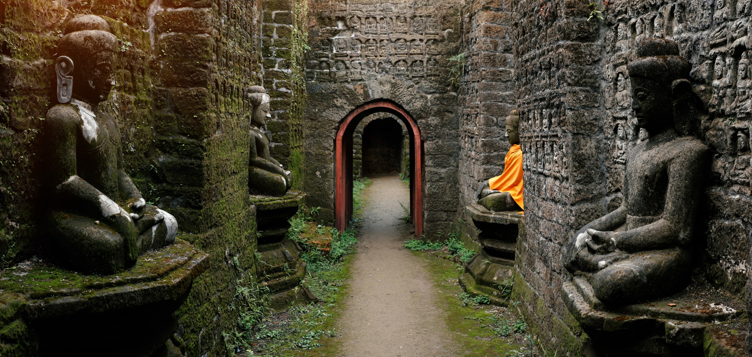 Temples of Mrauk U - an alternative place to go in Myanmar to Bagan