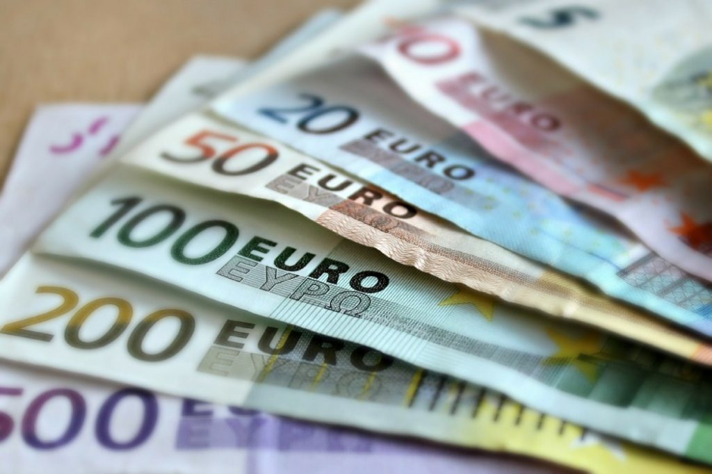 saving money when booking a holiday
