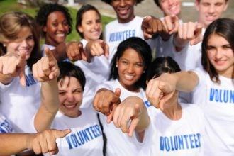 cheap volunteer abroad and earn money