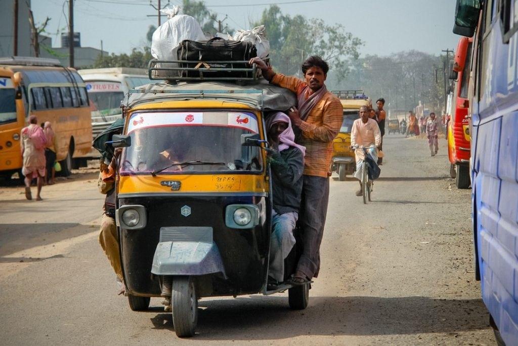 India cheap travel in rickshaw
