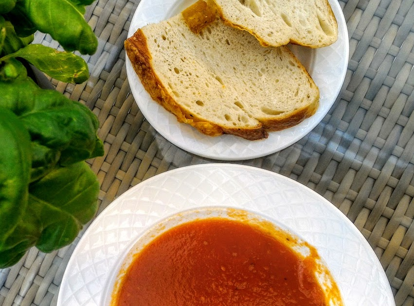 Iceland tomato soup and bread