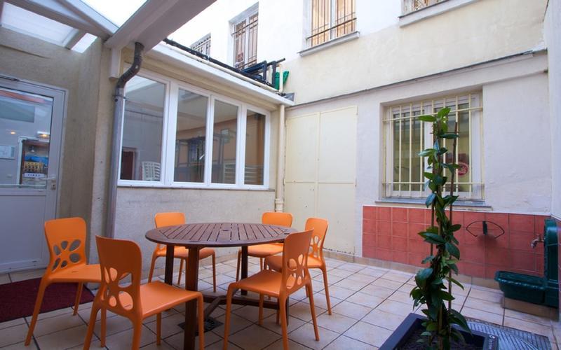 A Top Youth Hostel in Paris's City Centre - Auberge Internationale des Jeunes