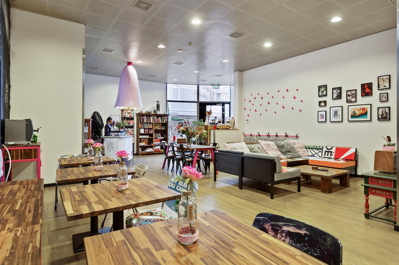 A Women-Only Amsterdam Hostel - Hostelle