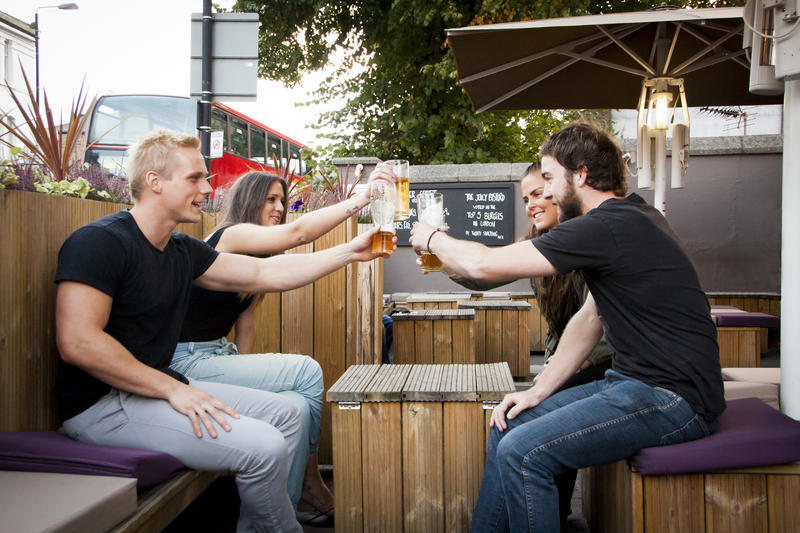 A London Backpackers Hostel for Beer and Burger Lovers - Pub Love @ The Steam Engine Waterloo