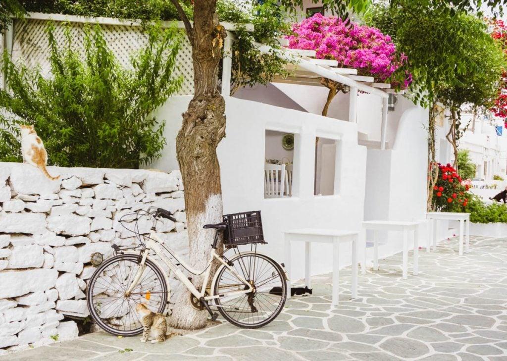 scenery in folegandros