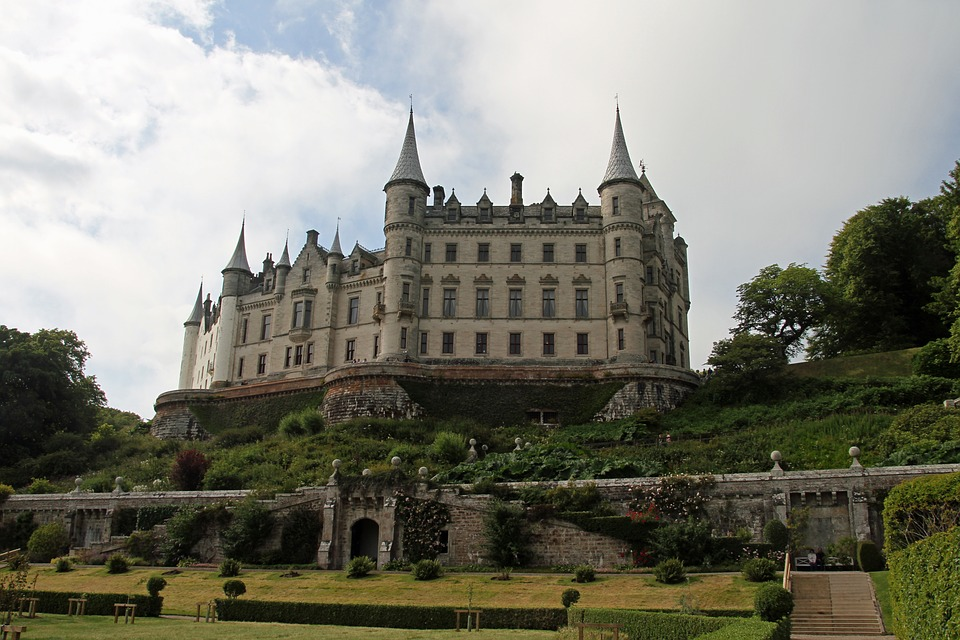Dunrobin Castle backpacking scotland