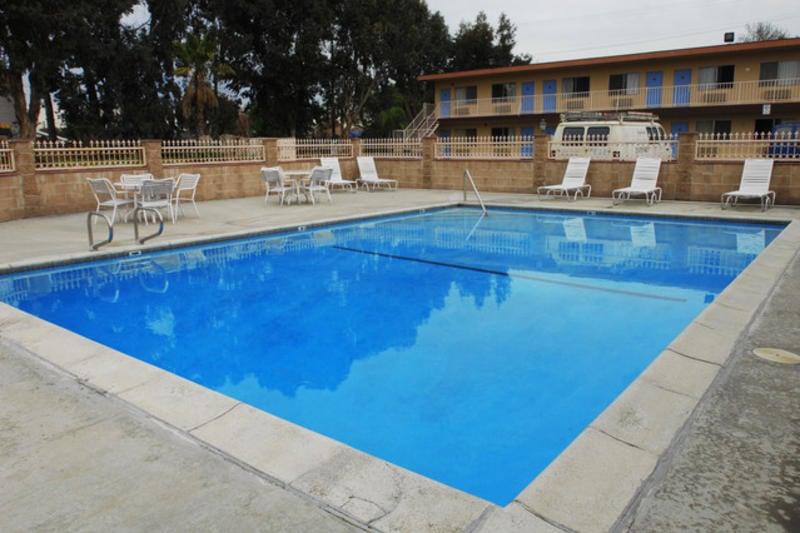 Sea Rock Inn best hostels in Los Angeles
