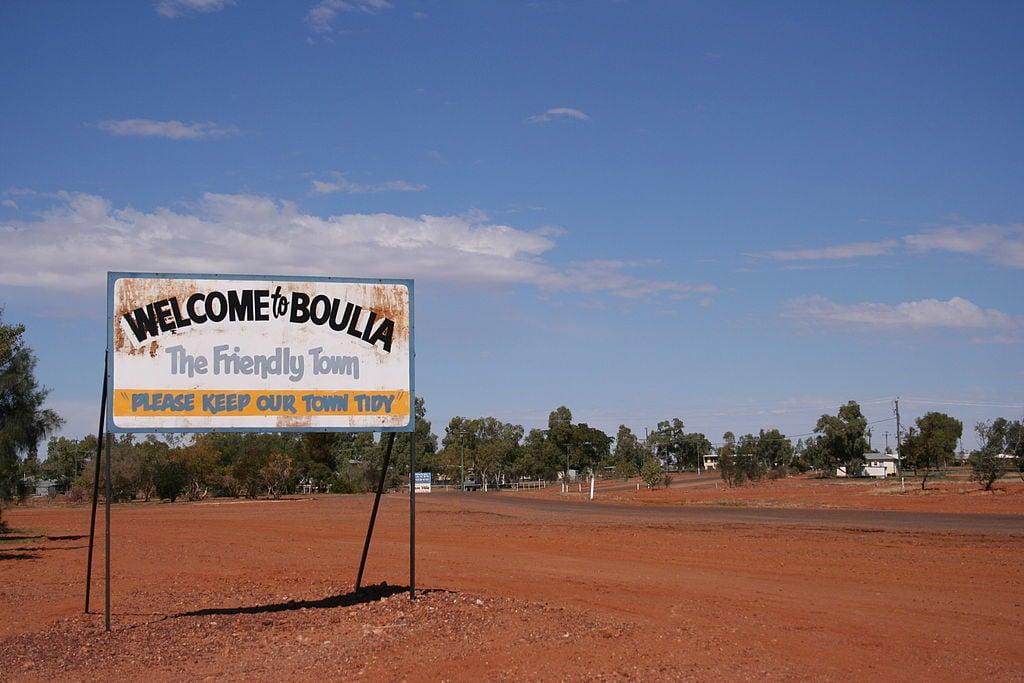1024px-Boulia-outback-queensland-australia-www.gondwananet.com-wikicommons