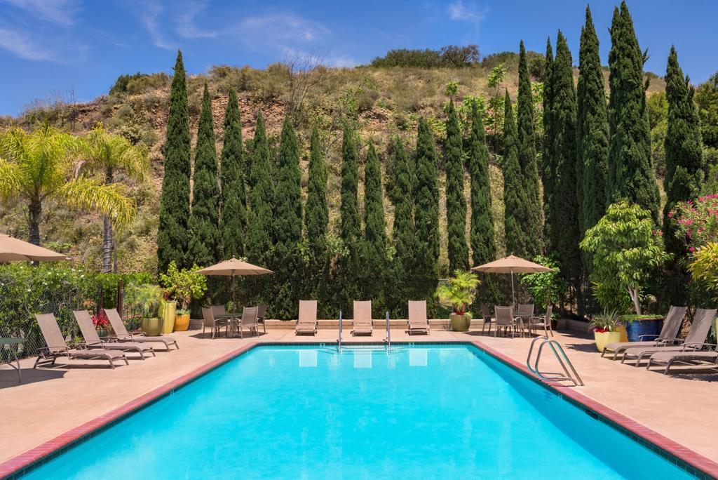 Days Inn San Diego Hotel Circle Near SeaWorld best hostels in San Diego