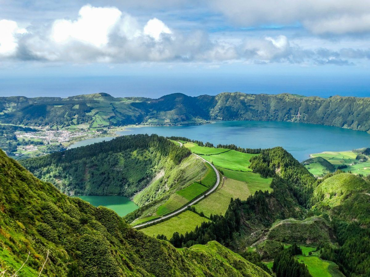 lagoa sete cidades hike in the azores portugal