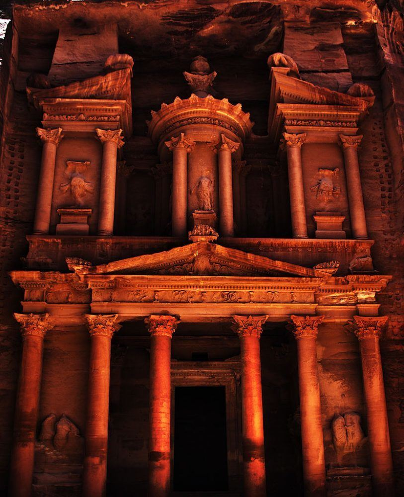 traveling to the red city of petra in jordan