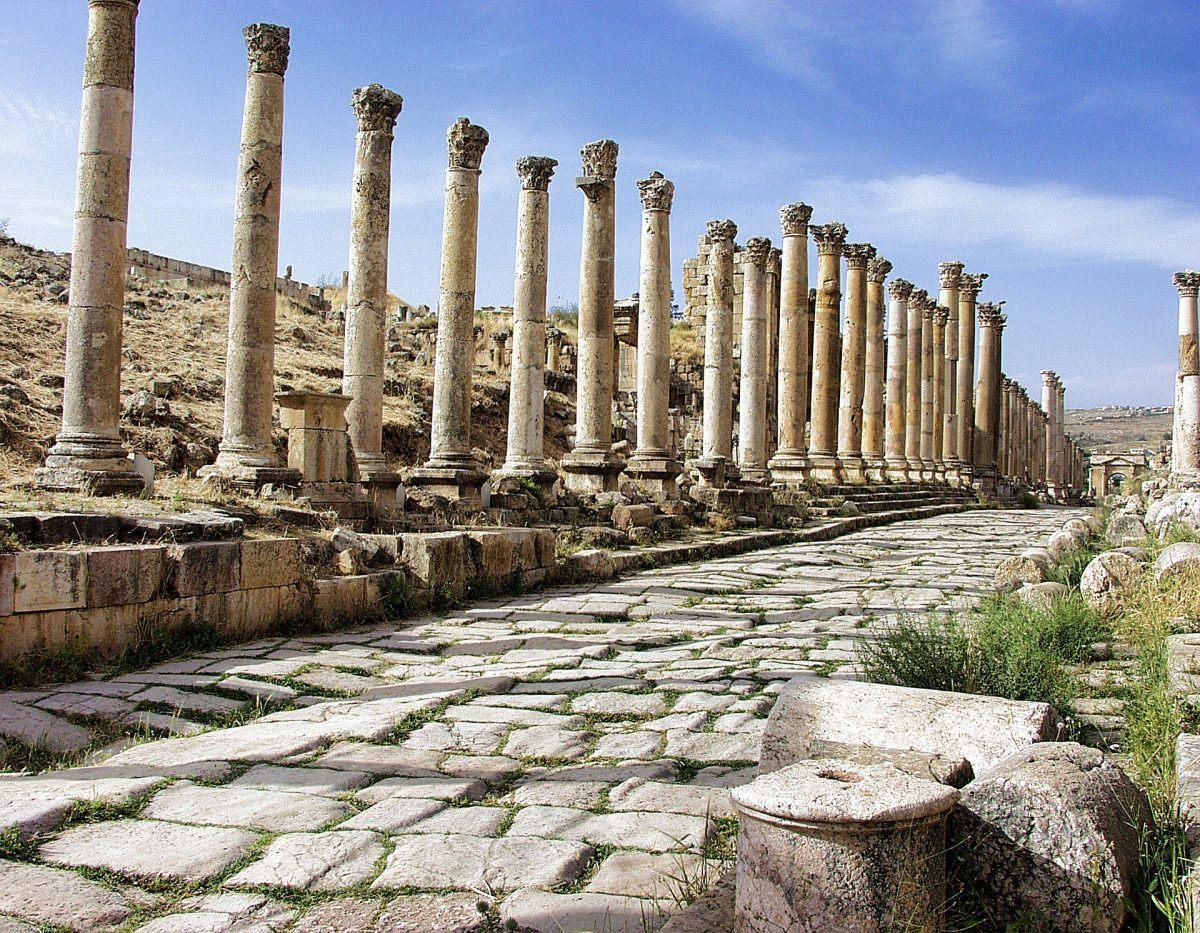 roman columns seen while visiting jerash in jordan
