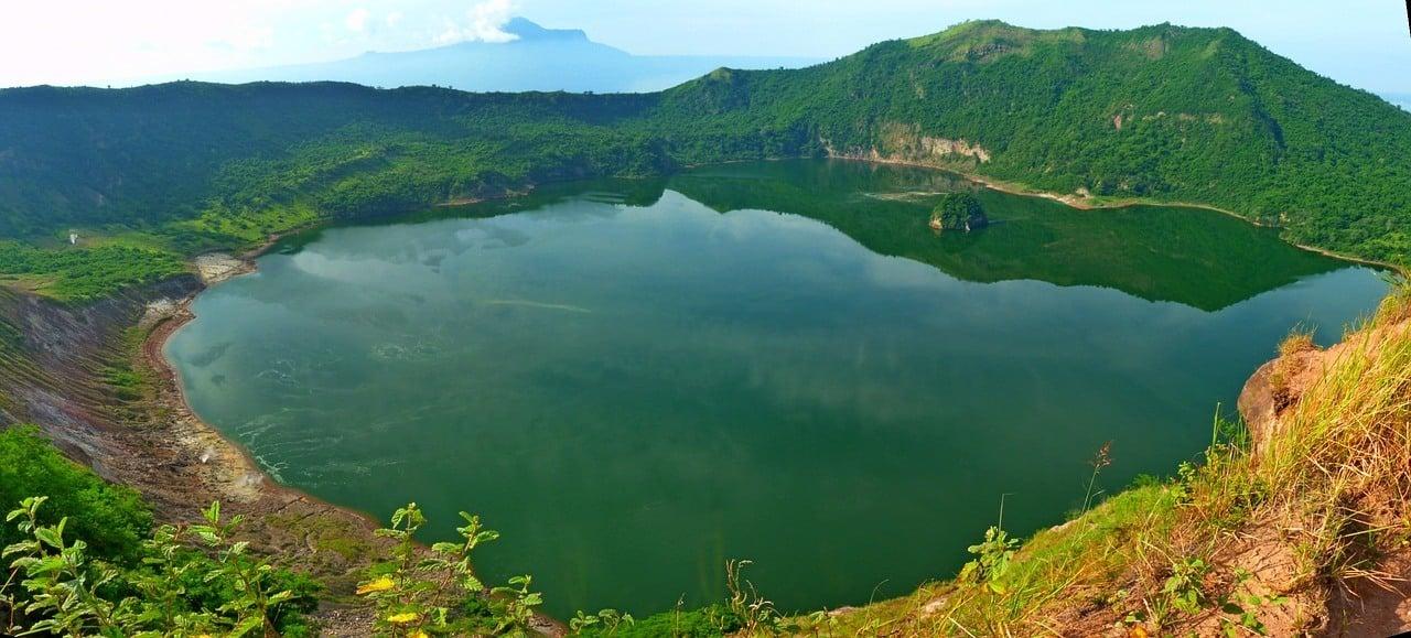 trekking in the philippines