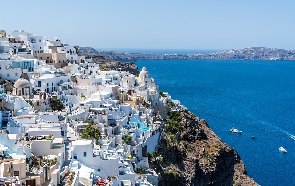 Best Hostels in Santorini
