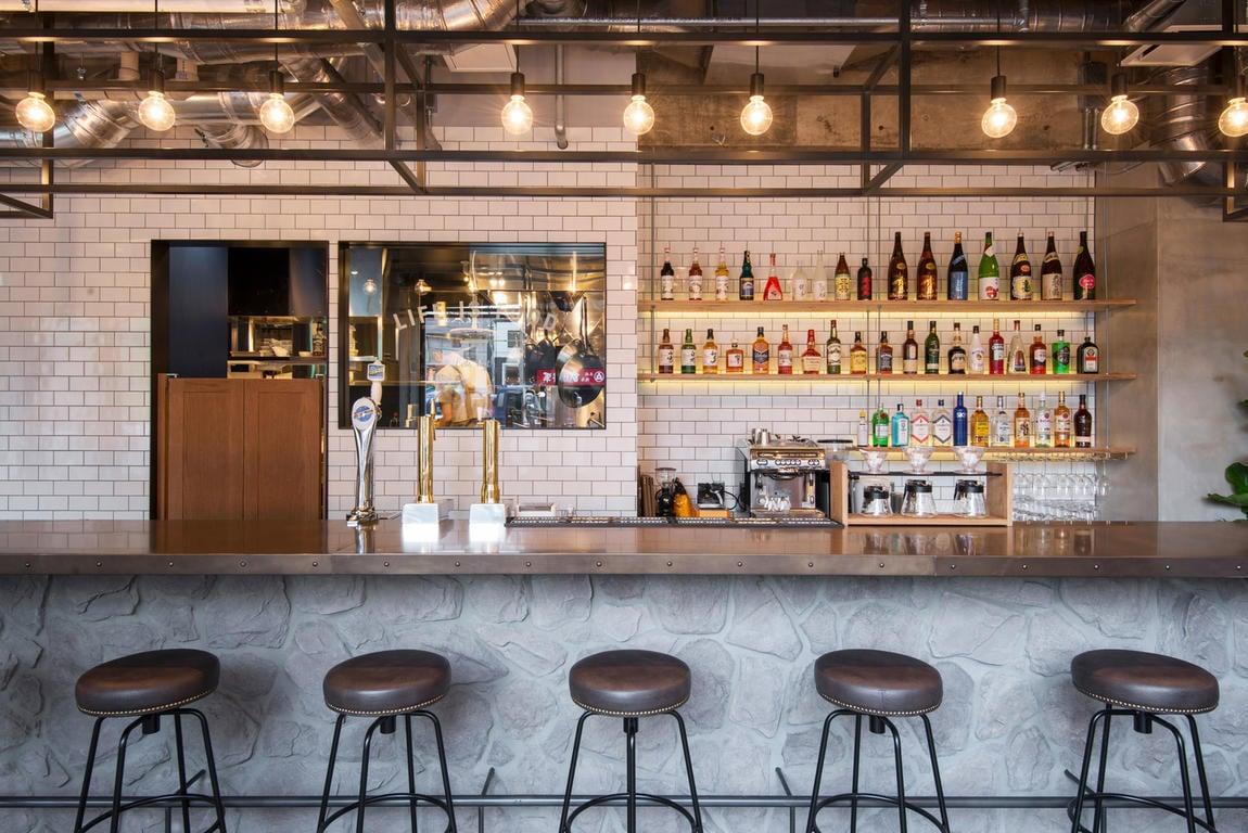 THE LIFE hostel and bar lounge best hostels in Fukuoka