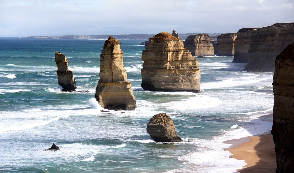 13 apostles of the great ocean road australia