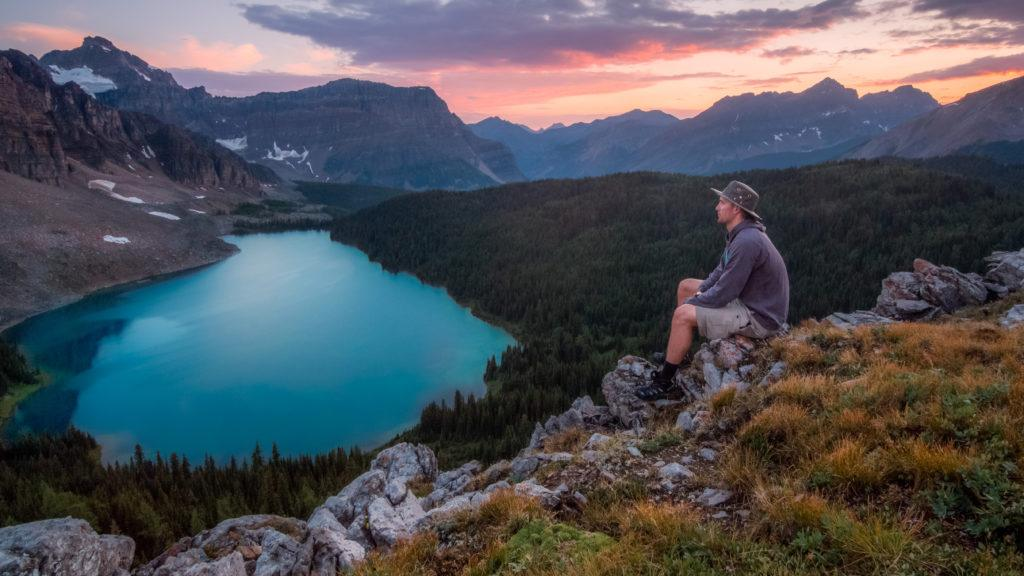 man-sitting-and-overlooking-the-beautiful-lake-landscape-at-banff-national-park-alberta-canada