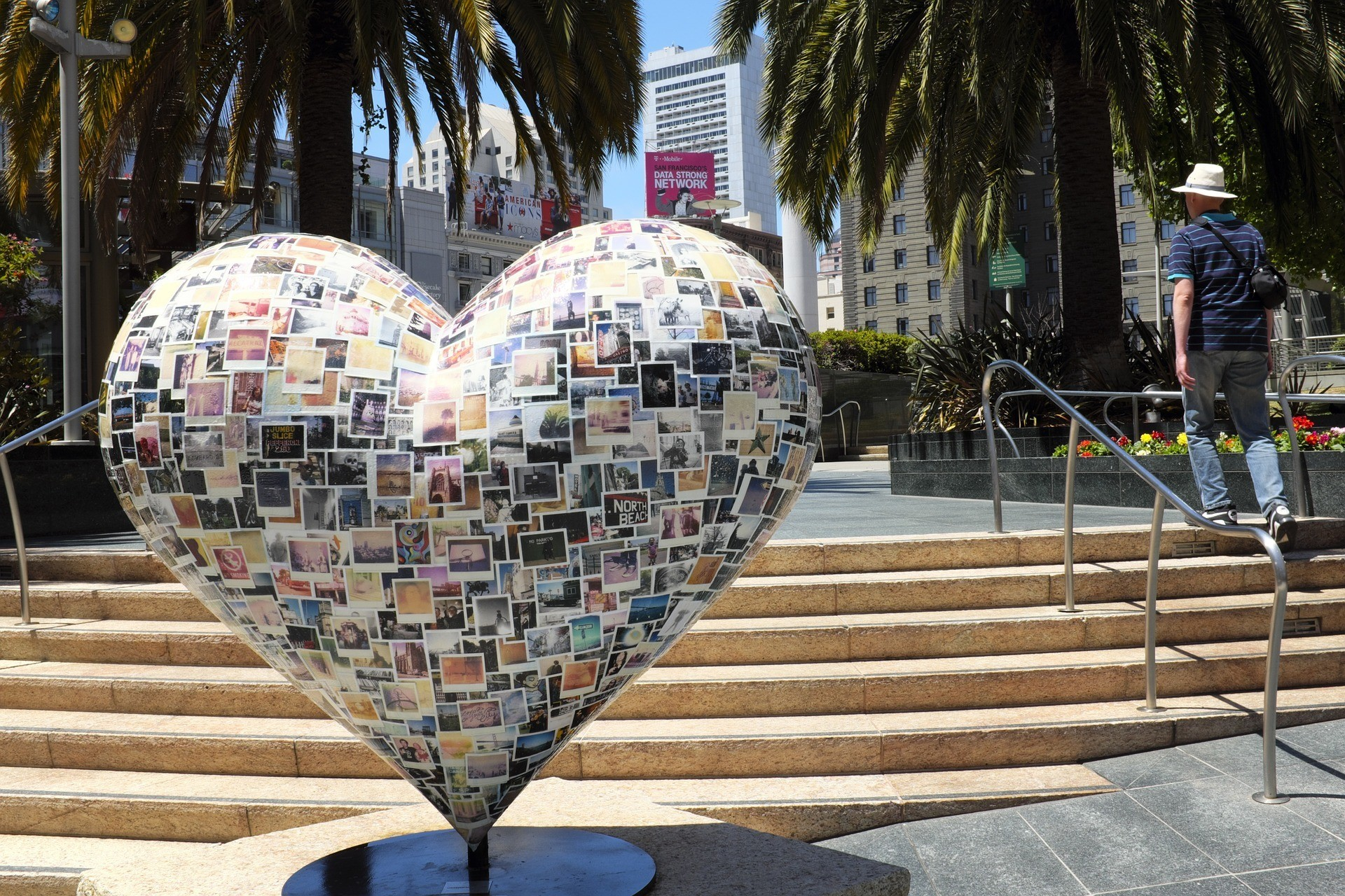 Union Square - where to stay in San Francisco when visiting for the first time