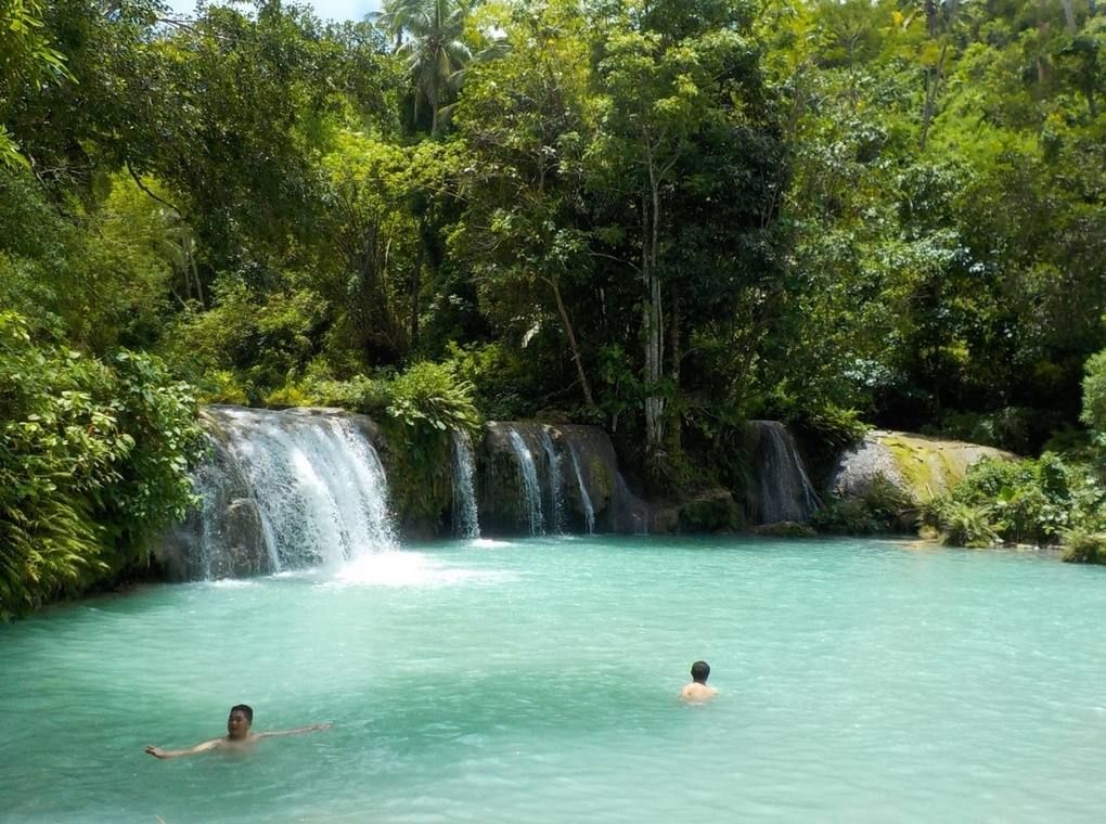 Cambugahay Falls - one of the most beautiful waterfalls in the Philippines and Siquijor island