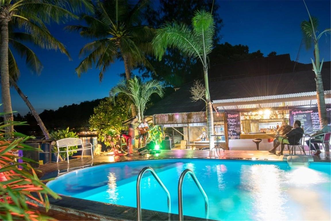 Carabao Diving Resort best hostels in Koh Tao