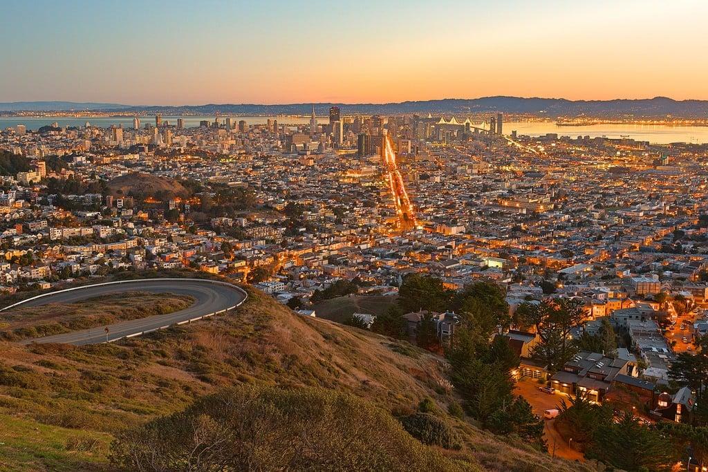 twin peaks sunrise Nicolas Raymond(flickr)