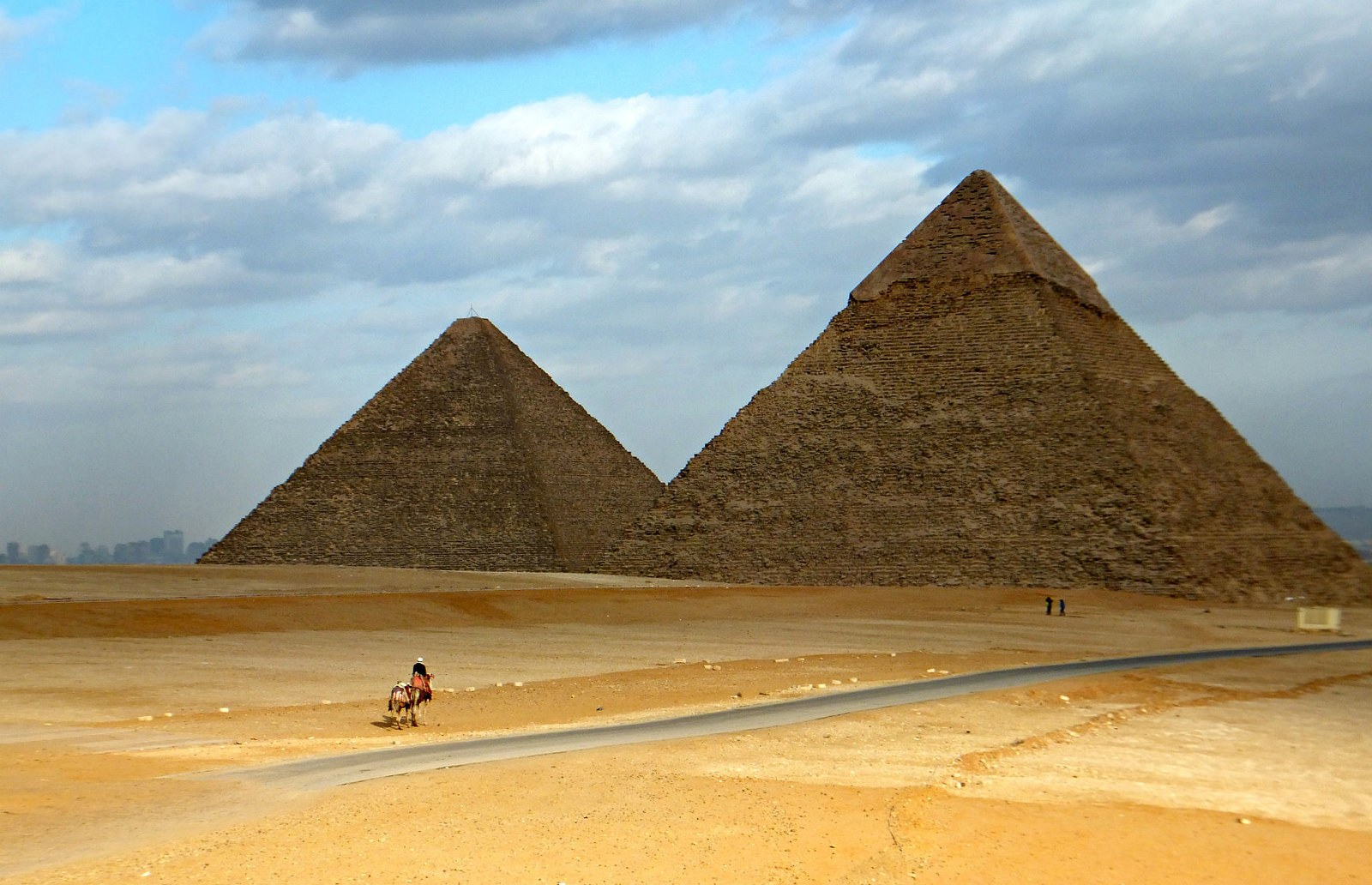 how to visit the Pyramids of Giza
