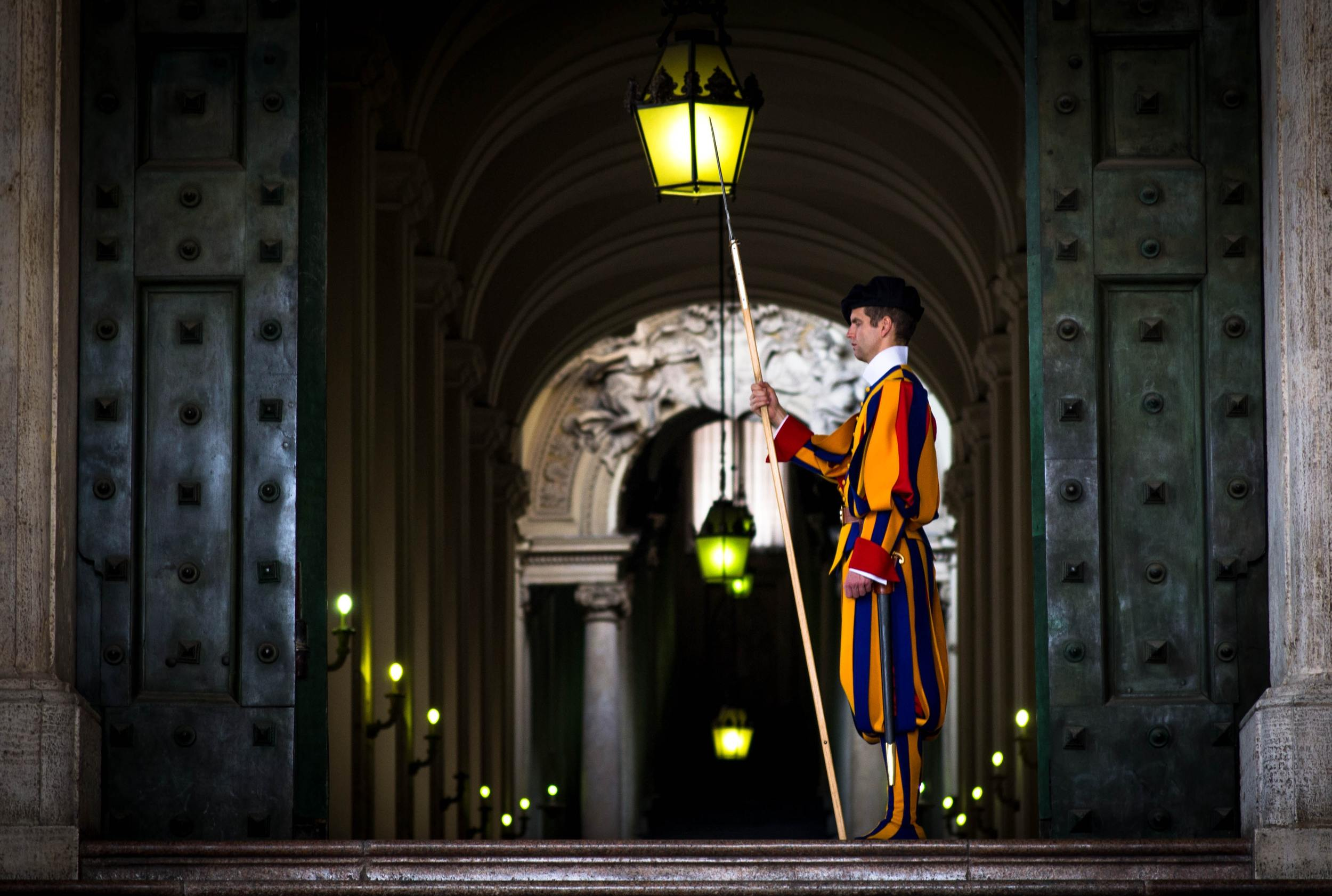 basilica-cathedral-dome-swiss guard
