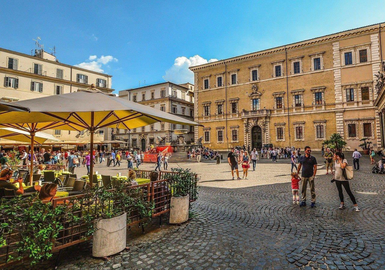 A piazza iin Rome in Trastevere neighborhood