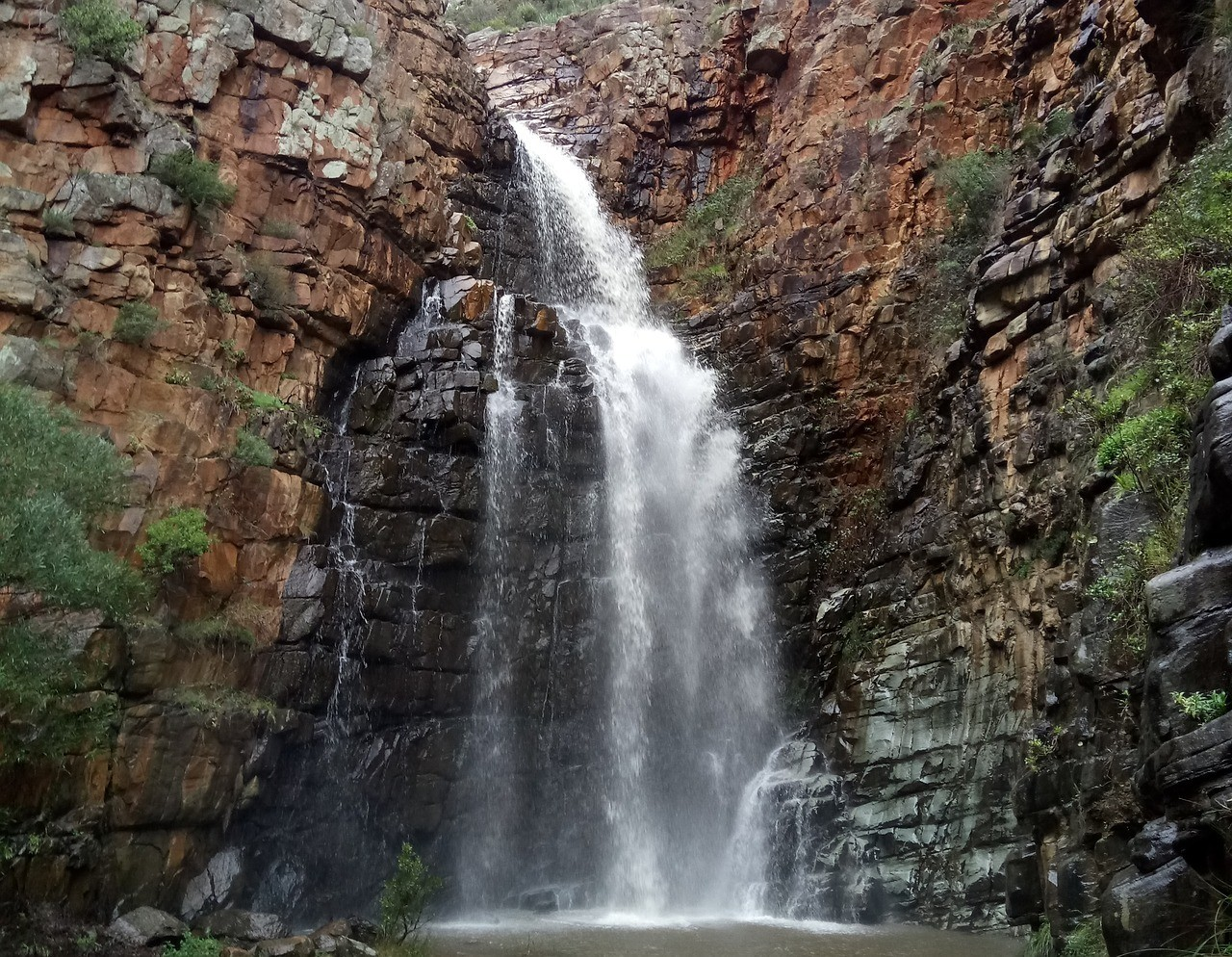 waterfall in morialta park