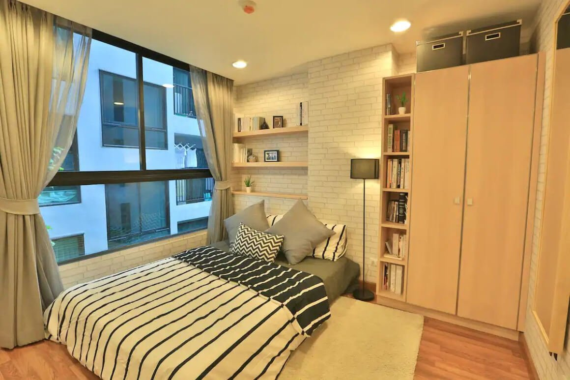 Comfy and central room