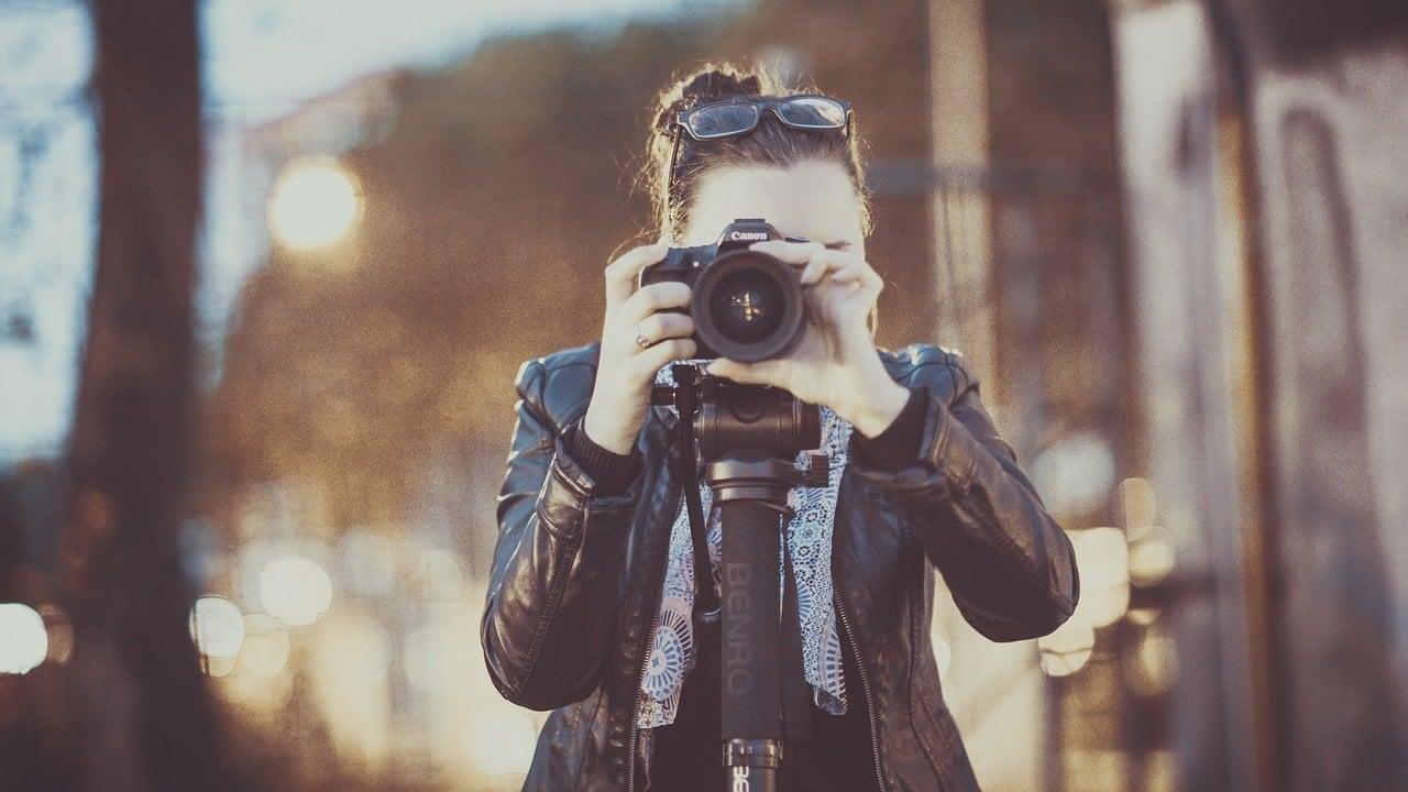 photographer focusing canon travel lens