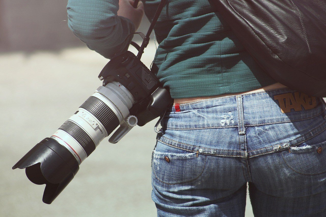 woman with canon travel lens