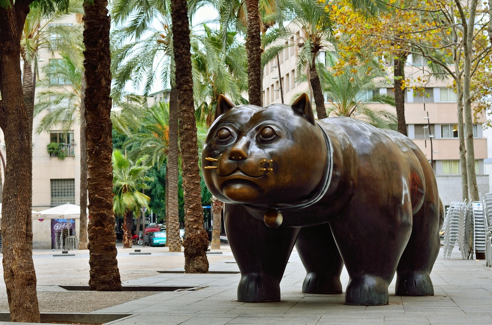 El Raval Cat Statue - Where to stay in Barcelona for enourmous cats