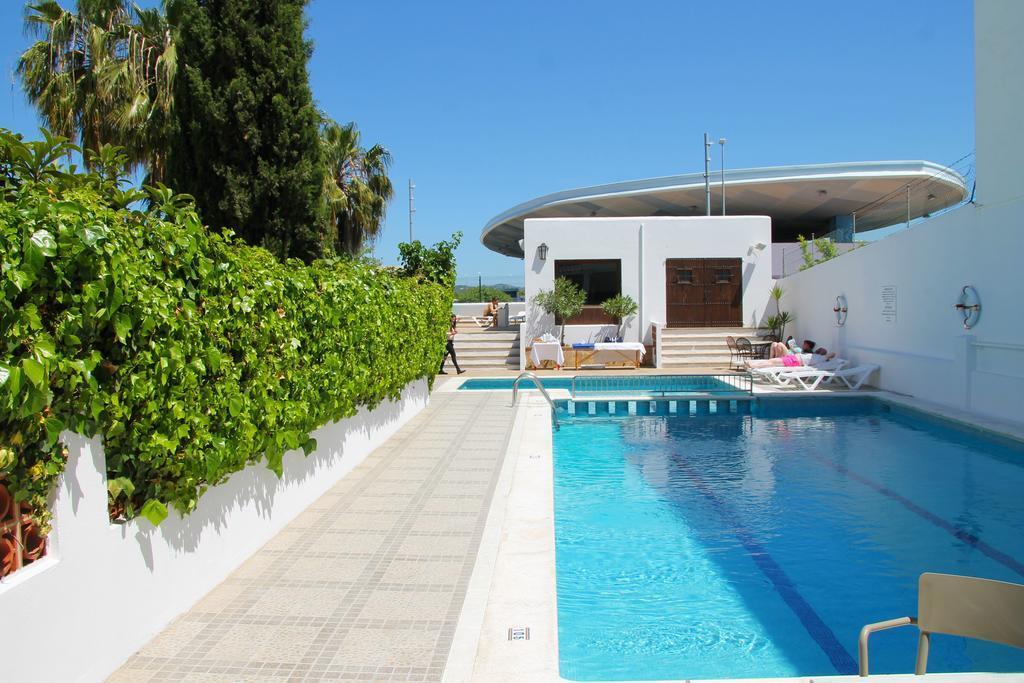 Hostel Tarba best budget hotels in Ibiza