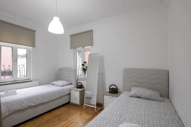 Modern 2 bedroom in Historic District