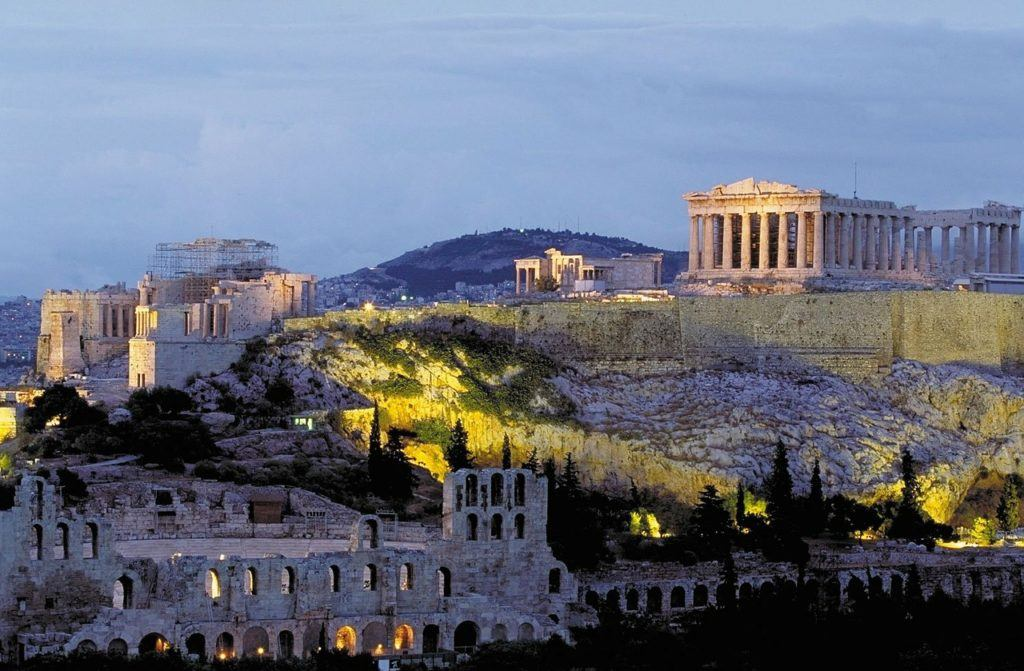 things to do when backpacking Greece: visit the Acropolis