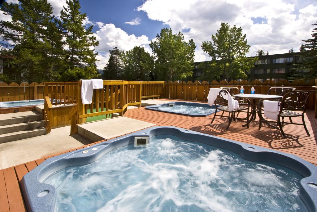 Lobstick Lodge best hostels in Jasper