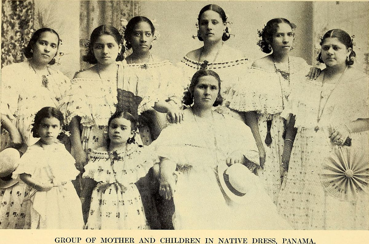 panamanian woman with children