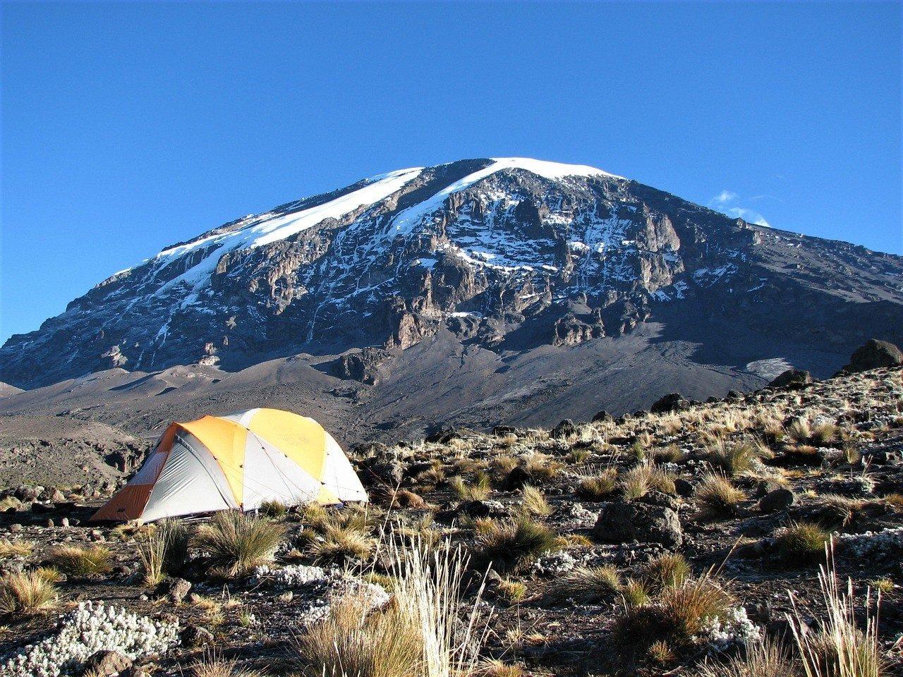 climbing kilimanjaro tanzania