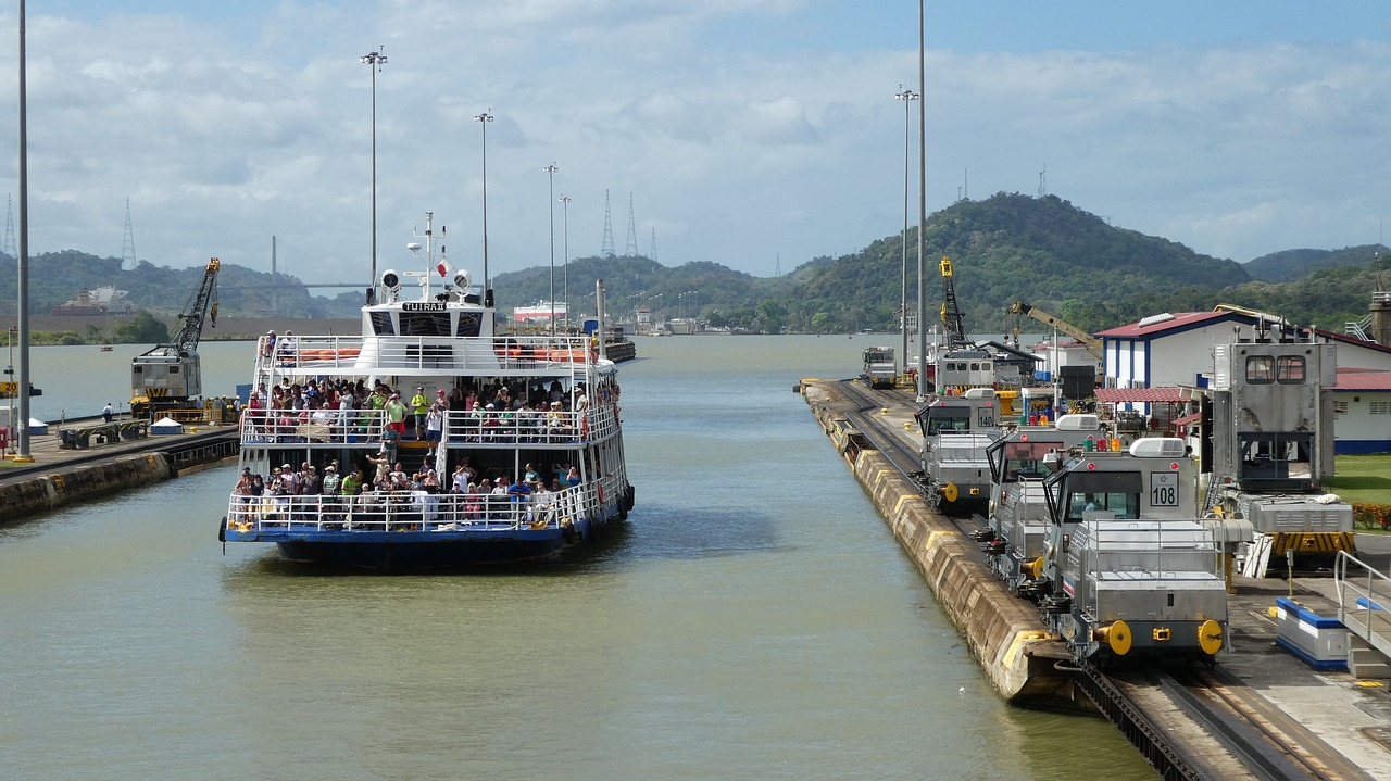 backpacking panama canal