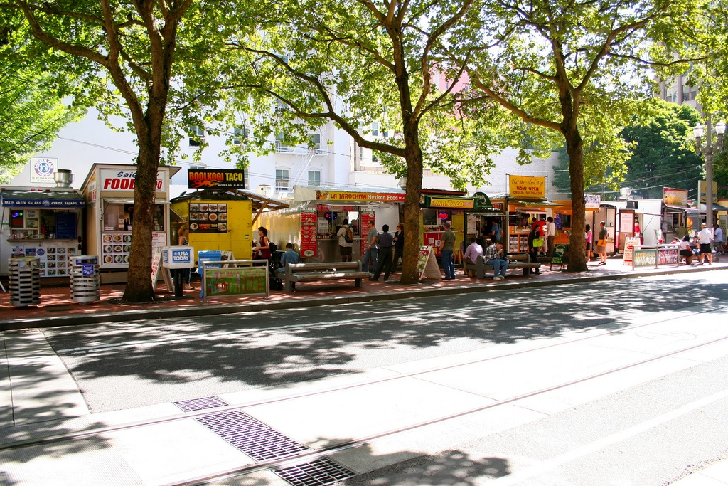 food carts in portland oregon sunny day