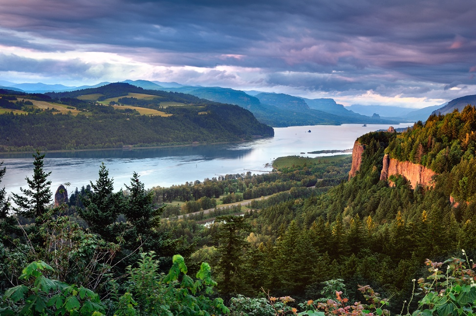 columbia river gorge from womens forum viewpoint