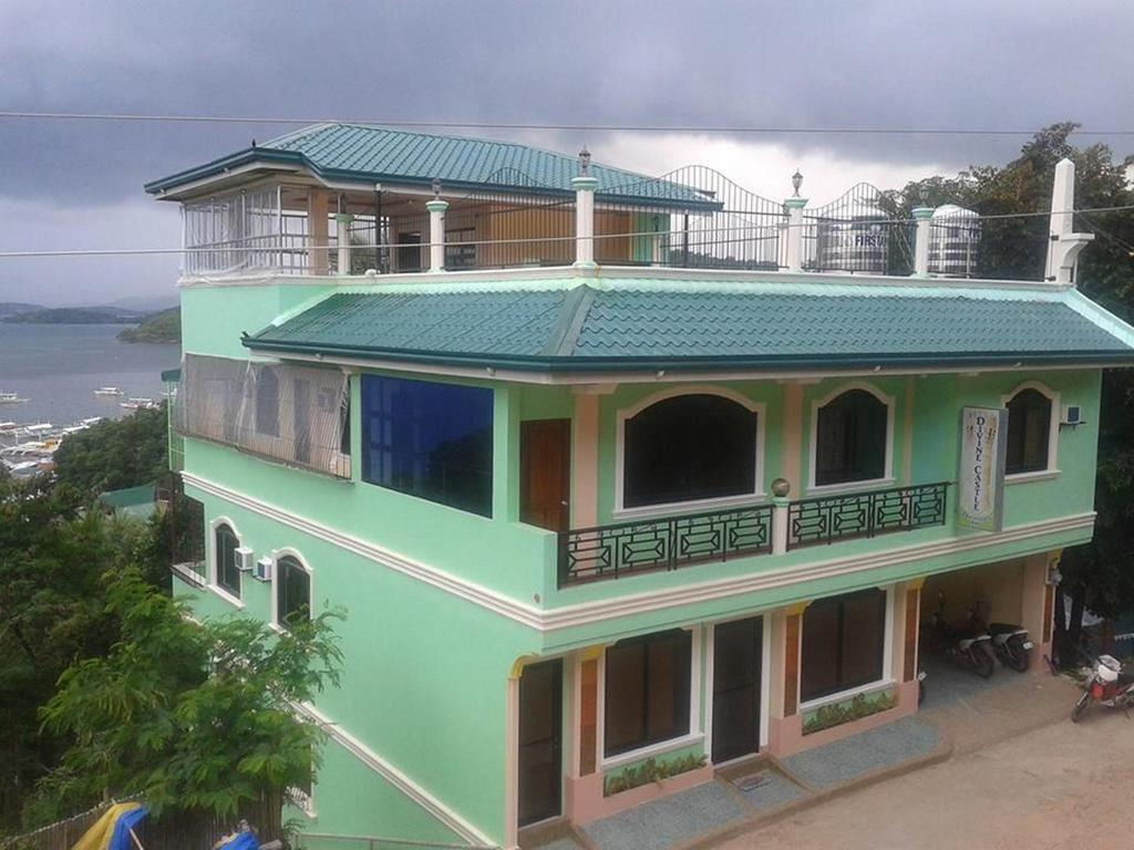 Divine Castle Travelers Inn best hostels in Coron