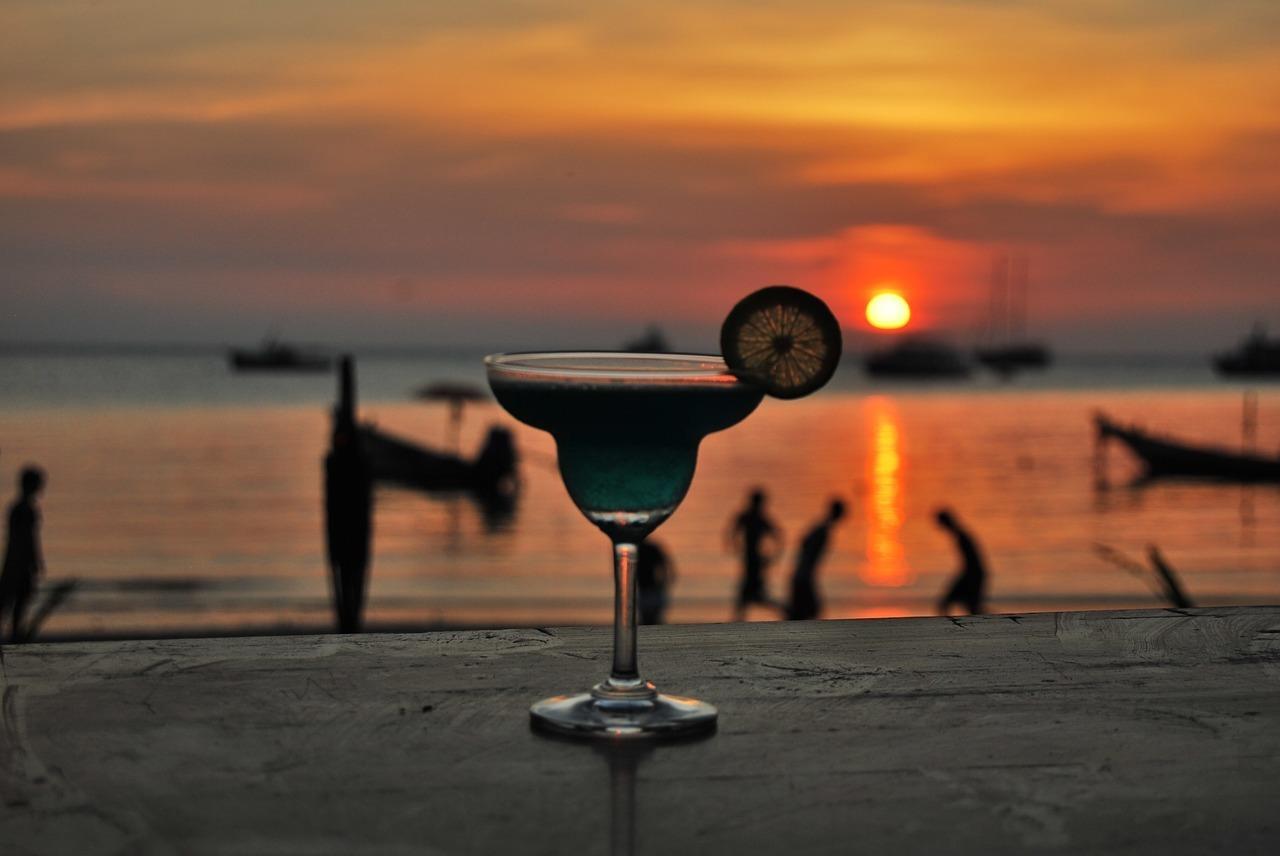 Enjoy sundowner cocktails at The Lawn