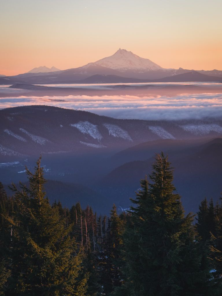 sunset over mt jefferson from timberline lodge oregon roaming ralph