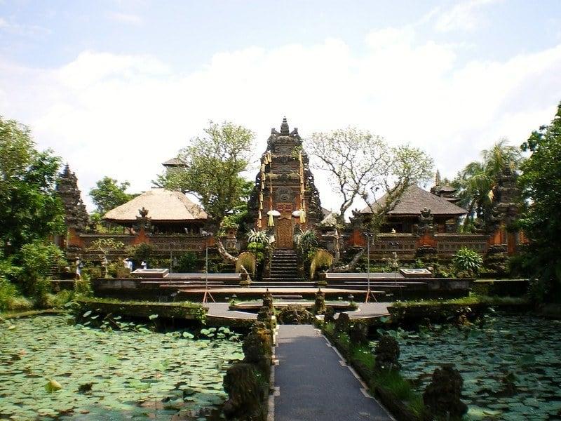 Wander around Ubud Palace
