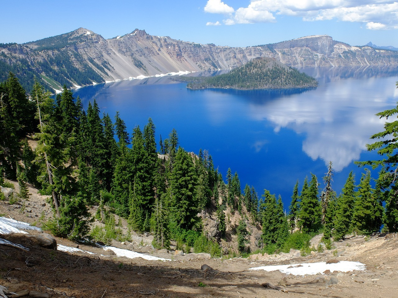 crater lake in the summer oregon road trip